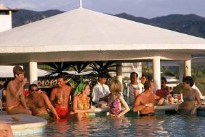 Slim-Aarons-RacquetClubPool-Acapulco-1968
