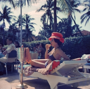 Slim-Aarons-Leisure_and_fashion-Poolside-Fashion-Show-Palm-Beach